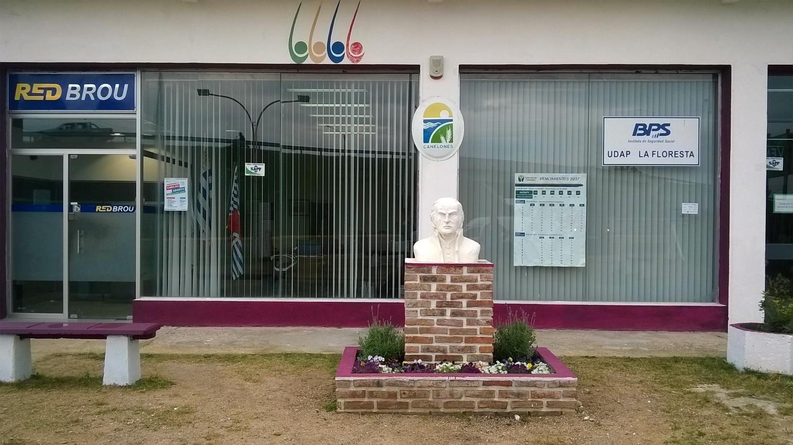 Fachada del local actual donde se encuentran las Oficinas el Municipio.