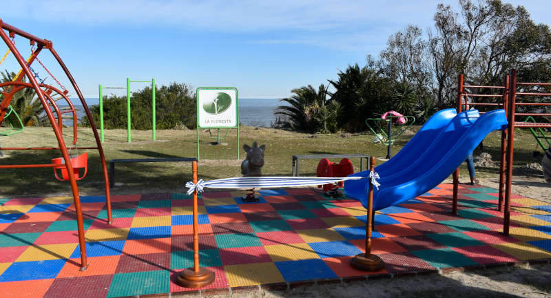 Foto del rincón infantil de rambla La Floresta.